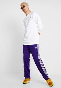 adidas Originals - FIREBIRD  - Joggebukse - collegiate purple - 1