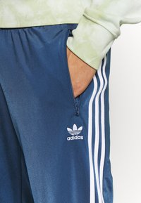 adidas Originals - FIREBIRD ADICOLOR TRACK PANTS - Tracksuit bottoms - marine - 5