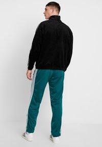 adidas Originals - FIREBIRD  - Teplákové kalhoty - noble green - 2