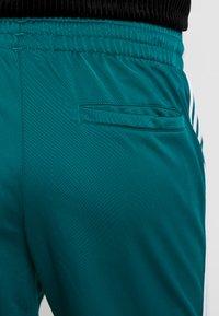 adidas Originals - FIREBIRD  - Teplákové kalhoty - noble green - 4