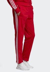 adidas Originals - FIREBIRD TRACKSUIT BOTTOMS - Träningsbyxor - red - 2