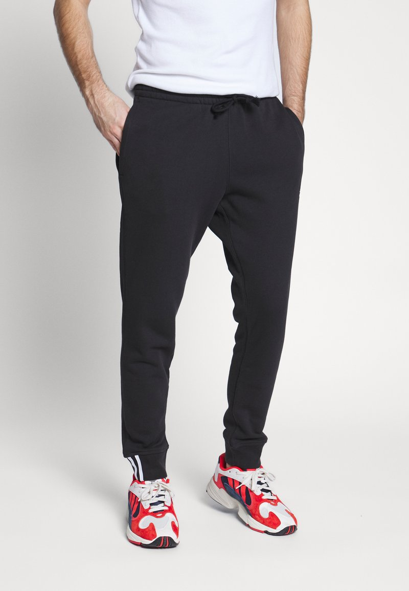 adidas Originals - R.Y.V. MODERN SNEAKERHEAD SPORT PANTS - Tracksuit bottoms - black