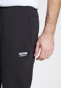 adidas Originals - R.Y.V. MODERN SNEAKERHEAD SPORT PANTS - Tracksuit bottoms - black - 5