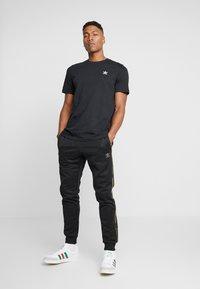 adidas Originals - CAMO - Verryttelyhousut - black/multicolor - 1