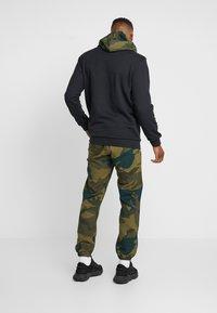 adidas Originals - CAMO TREFOIL GRAPHIC SPORT PANTS - Spodnie treningowe - multicolor - 2