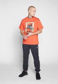 adidas Originals - TREFOIL MONOGRAM GRAPHIC SPORT PANTS - Spodnie treningowe - black - 1