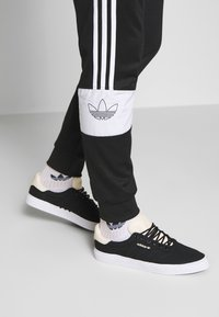 adidas Originals - BANDRIX - Trainingsbroek - black - 3