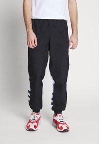 adidas Originals - ADICOLOR TREFOIL TRACK PANTS - Verryttelyhousut - black - 0