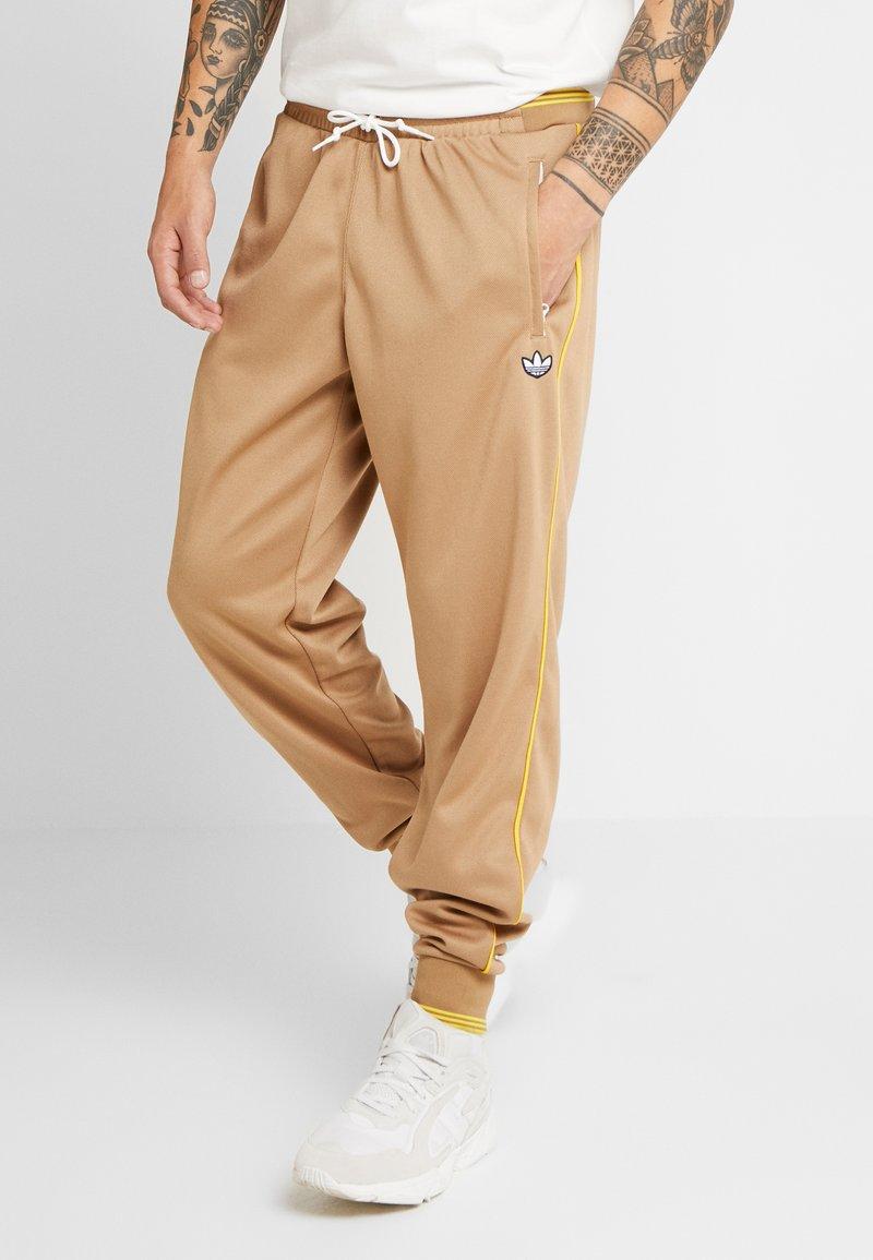adidas Originals - TRACK PANT - Jogginghose - beige