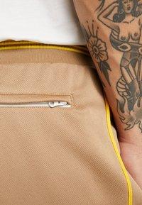adidas Originals - TRACK PANT - Jogginghose - beige - 5
