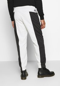 adidas Originals - Verryttelyhousut - black - 2