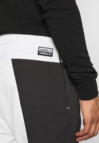 adidas Originals - Verryttelyhousut - black - 5