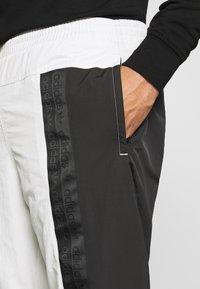 adidas Originals - Verryttelyhousut - black - 3
