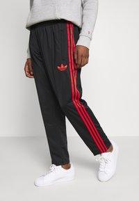 adidas Originals - SUPERSTAR 3STRIPES TRACK PANTS - Trainingsbroek - black/red - 0