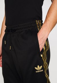 adidas Originals - Pantaloni sportivi - black/gold - 4