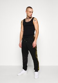 adidas Originals - Pantaloni sportivi - black/gold - 1