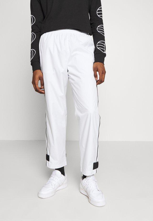 R.Y.V. MODERN SNEAKERHEAD TRACK PANTS - Pantaloni sportivi - off-white