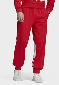 adidas Originals - BIG TREFOIL JOGGERS - Träningsbyxor - red - 0