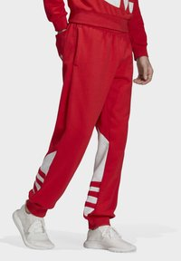 adidas Originals - BIG TREFOIL JOGGERS - Träningsbyxor - red - 3