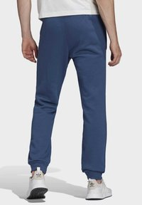 adidas Originals - TREFOIL ESSENTIALS PANTS - Tracksuit bottoms - blue - 1