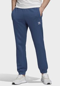 adidas Originals - TREFOIL ESSENTIALS PANTS - Tracksuit bottoms - blue - 0