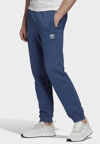 adidas Originals - TREFOIL ESSENTIALS PANTS - Tracksuit bottoms - blue - 3