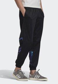 adidas Originals - ZENO TREFOIL TRACKSUIT BOTTOMS - Tracksuit bottoms - black - 1