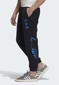 adidas Originals - ZENO TREFOIL TRACKSUIT BOTTOMS - Tracksuit bottoms - black - 2