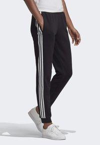 adidas Originals - SLIM CUFFED JOGGERS - Jogginghose - black - 3