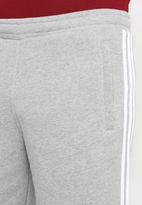 adidas Originals - 3-STRIPE - Pantaloni sportivi - medium grey heather - 3