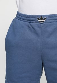 adidas Originals - OUTLINE TREFOIL REGULAR SHORTS - Pantalon de survêtement - tech ink - 3