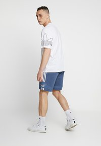 adidas Originals - OUTLINE TREFOIL REGULAR SHORTS - Pantalon de survêtement - tech ink - 2