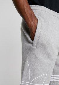 adidas Originals - OUTLINE TREFOIL REGULAR SHORTS - Tracksuit bottoms - medium grey heather - 3