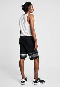 adidas Originals - OUTLINE TREFOIL REGULAR SHORTS - Tracksuit bottoms - black - 2