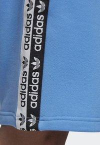adidas Originals - R.Y.V. SHORTS - Shorts - blue - 4