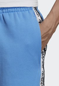 adidas Originals - R.Y.V. SHORTS - Shorts - blue - 5