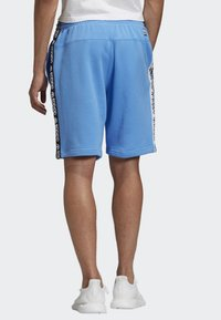 adidas Originals - R.Y.V. SHORTS - Shorts - blue - 1