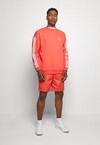 adidas Originals - LOCK UP - Shorts - trasca - 1