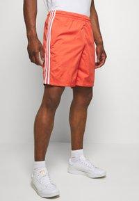 adidas Originals - LOCK UP - Shorts - trasca - 0