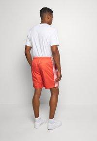 adidas Originals - LOCK UP - Shorts - trasca - 2