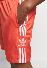 adidas Originals - LOCK UP - Shorts - trasca - 4