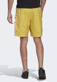 adidas Originals - SHORTS - Short - yellow - 1