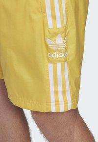 adidas Originals - SHORTS - Shorts - yellow - 5