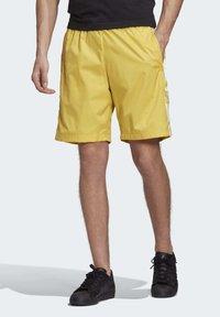 adidas Originals - SHORTS - Short - yellow - 2