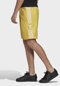 adidas Originals - SHORTS - Short - yellow - 3