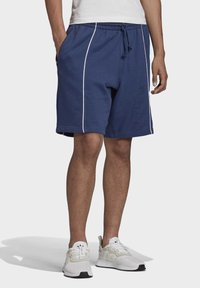 adidas Originals - R.Y.V. SHORTS - Short - blue - 1