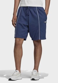 adidas Originals - R.Y.V. SHORTS - Short - blue - 0
