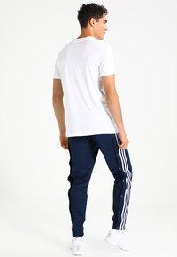 adidas Originals - SOLID - T-shirt z nadrukiem - white/black - 2