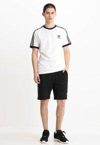 adidas Originals - STRIPES TEE - Printtipaita - white - 1