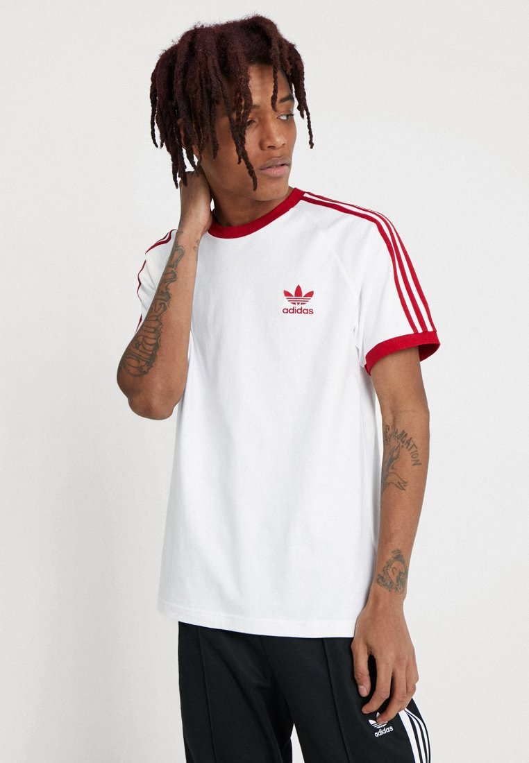 adidas Originals - 3-STRIPES TEE - T-shirt med print - white/powred